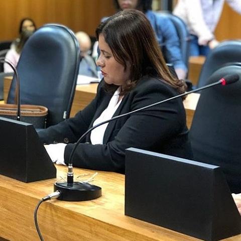Kátia Oliveira pede à Embasa providências para falta de água em Simões Filho