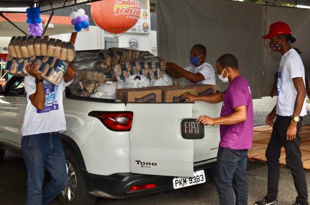 Drive Thru Solidário arrecada quase 19 toneladas de doações em Alagoinhas