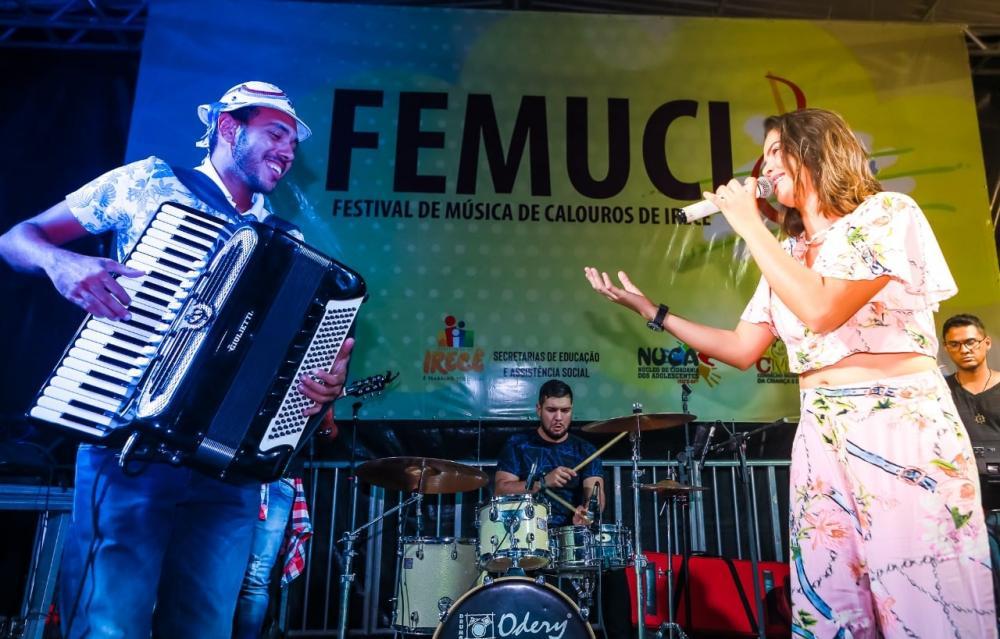 Festival de Música de Calouros emociona público na Praça da Juventude de Irecê